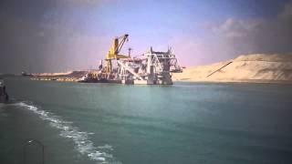 الفريق مميش ونبيل عبد العزيز رئيس الشرقية للدخان فى جولة بحرية بقناة السويس الجديدة