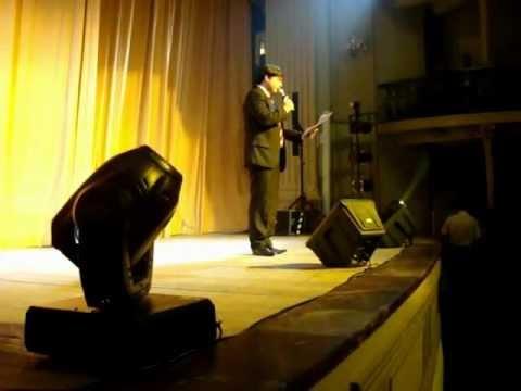 Fabiano Rossi apresenta o espetáculo Tropicália no Theatro Carlos Gomes