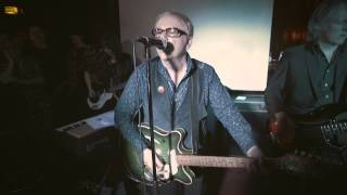 "Wreckless Eric & Band perform ""Whole Wide World"" - King Georg"