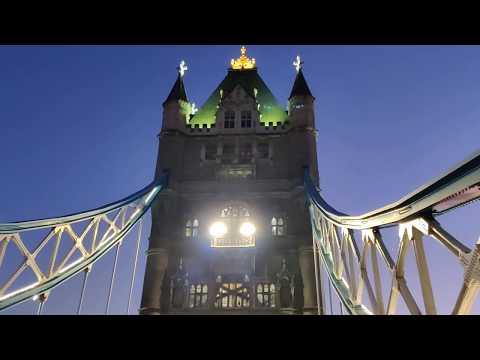 Crossing Tower Bridge at Night 🌇 | London Walk