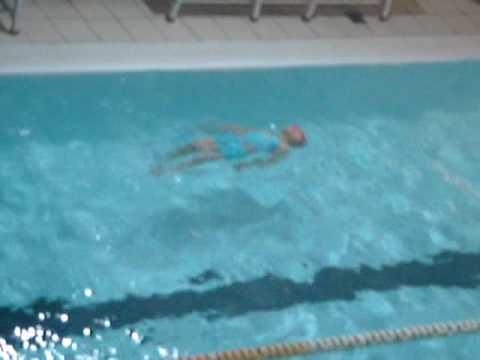 仰泳─Emily