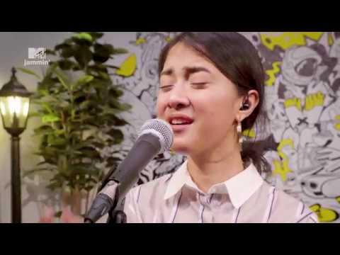 Daniel Caesar's 'Best Part' — Cover By Rahmania Astrini (MTV Jammin')