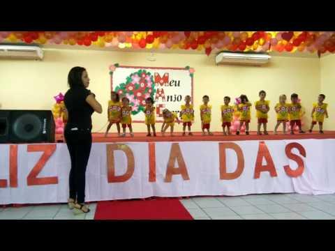 Luiza cantando