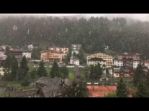 Neve a Madonna di CampiglioVideo: Il Dolom...