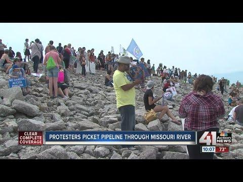 Demonstrators in Kansas City protest Dakota Access Pipeline