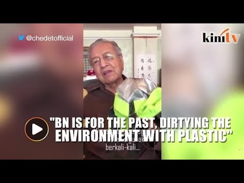 Mahathir weighs in on BN's free plastic bag promise