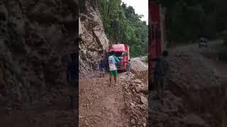 CHOFERES SE ARRIESGAN EN PASAR EN LA ZONA TOCACHE - SHUNTE