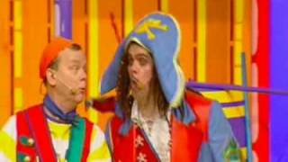 The Singing Kettle   Apples and Bananas from Pirate Island.flv