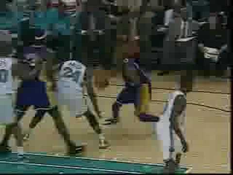 Kobe Bryant vs Rookie Chris Paul (2005/06)