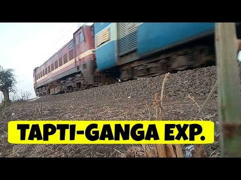 22947 TAPTI-GANGA SF Express Silently Crawls Away with an ITARSI WAP-4 !!