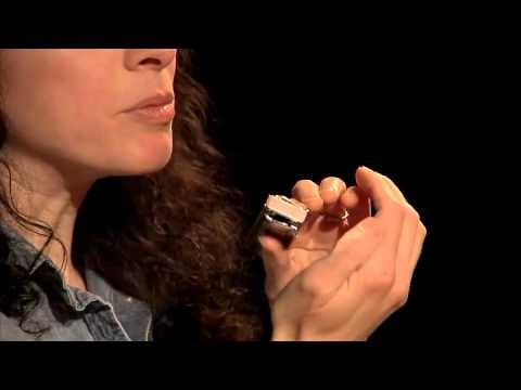 Harmonica Lessons - Holding - Blues Harmonica Blueprint - Annie Raines