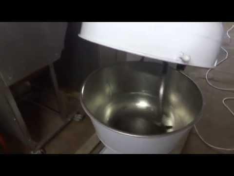 Работа тестомесильной машины