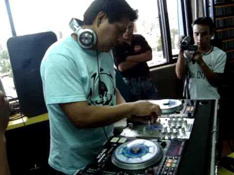 WALTER MIX EN VIVO EN RADIO AMERICA ECUADOR.MPG