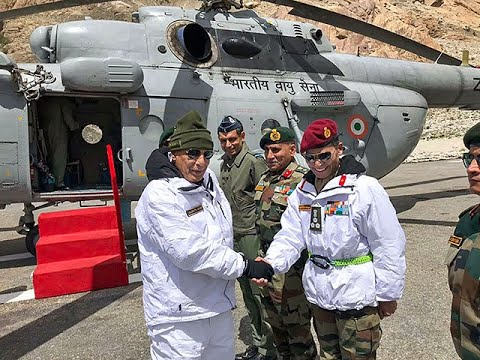 Defence Minister, Rajnath Singh meets troops in Siachen with army chief
