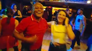 Baixar Salsa cubana social dance at Palenque Latin club - Patrick Pfavayi & Athena Michalatou