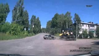 Бешеный асфальтоукладчик. Омутнинск(, 2014-08-20T05:48:53.000Z)