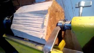 Как закрепить деталь в токарном по дереву.