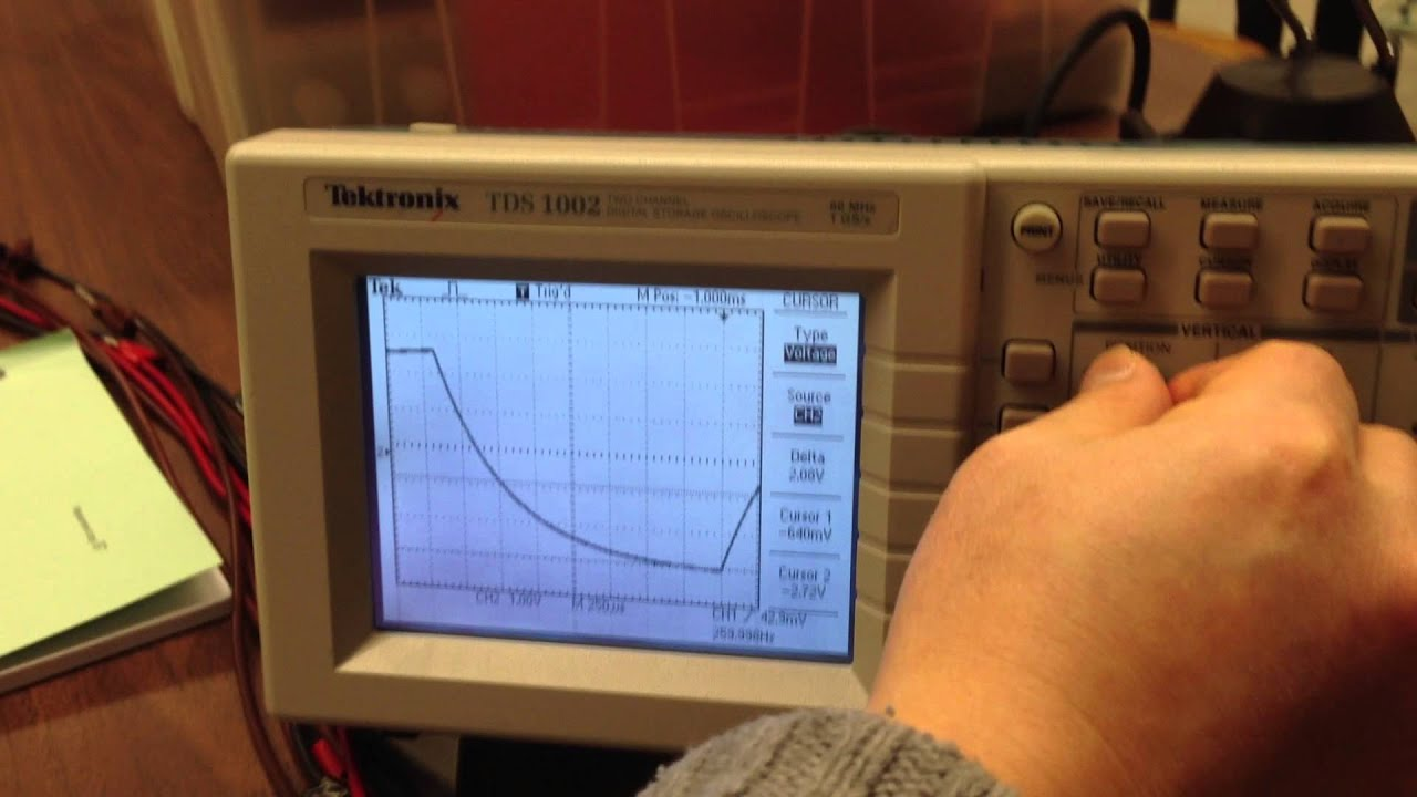 Using A Digital Oscilloscope : Measuring the time constant of an rc circuit using a