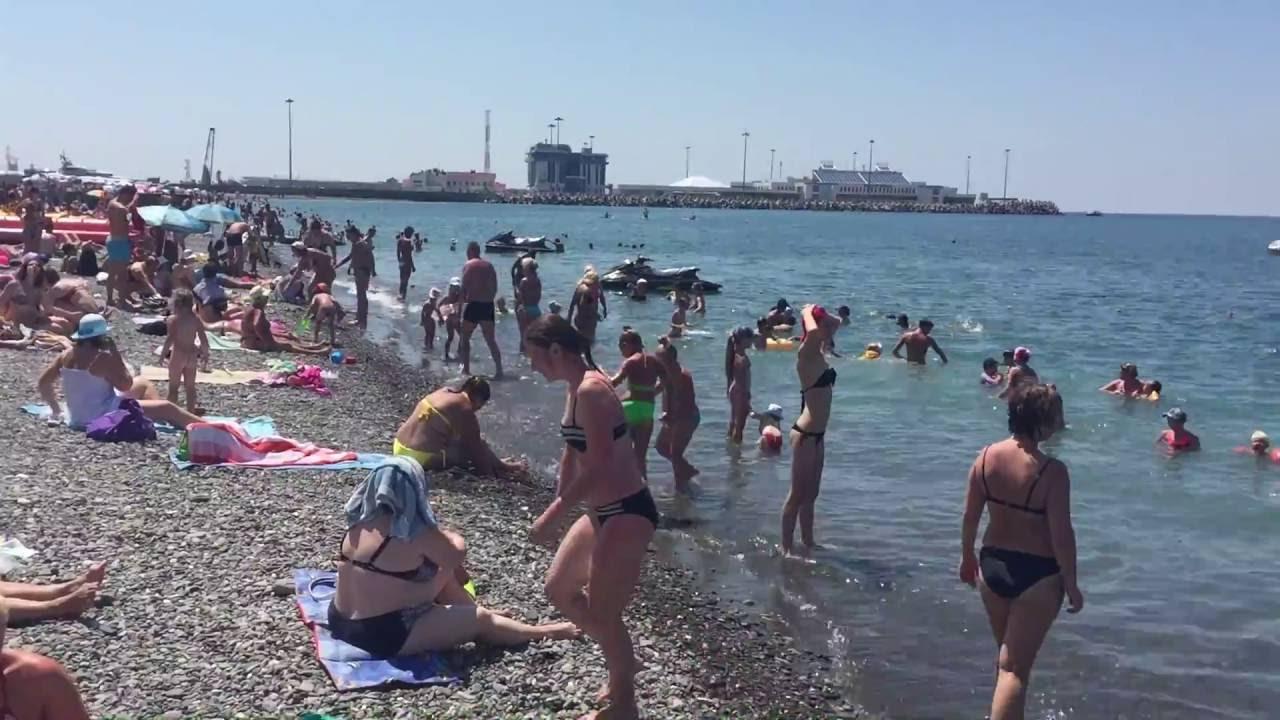 Телки в бикине пляж в сочах фото одыхающих фото 553-175