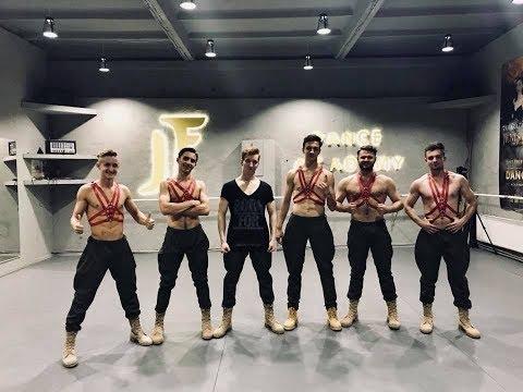 JF Boys - Pe umerii tăi slabi
