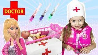 Куклы Заболели Доктор ПОЛИНА делает ЦВЕТНЫЕ уколы. Барби накормила шоколадом An injection