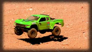 Axial 1/10 Yeti SCORE Trophy Truck BL 4WD RTR Video