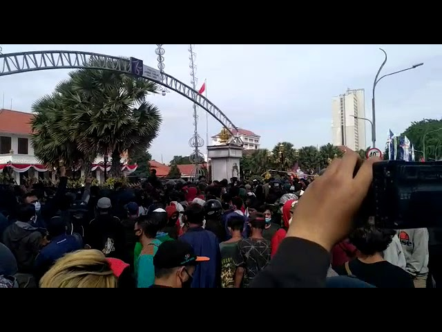 Pagar Gedung Grahadi Surabaya, ROBOH!