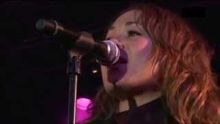 tv-2 feat. Camille Jones - Vi skaber en verden perfekt (live)