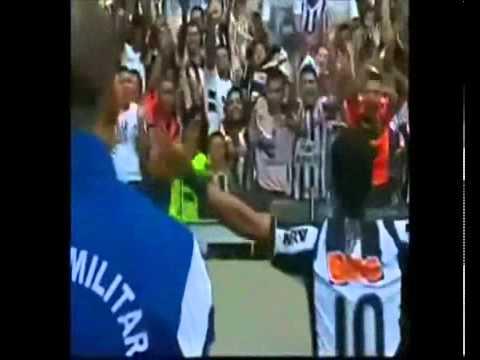 Os 26 Gols de Ronaldinho pelo Atlético Mineiro