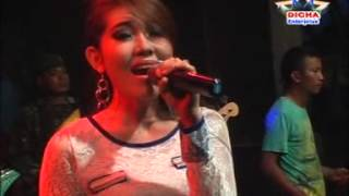 Video Via Vallent - Ikhlas (SERA LIVE IN JAKEN) download MP3, 3GP, MP4, WEBM, AVI, FLV Desember 2017