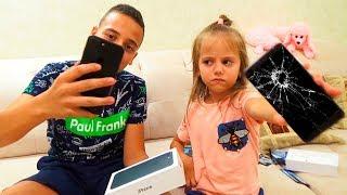 Саше АЙФОН а Насте СТАРЫЙ телефон ИГРЫ для детей