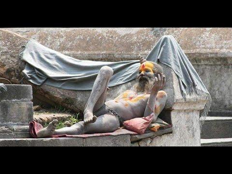 TheAghorisadhu baba bathing with human deadbody ashes। अघोरी साधू बाबा का लाश की राख़ से स्न्नान ।