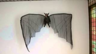 Halloween Dropping Bat With Wings - Halloween Decoration | Trendyhalloween.com