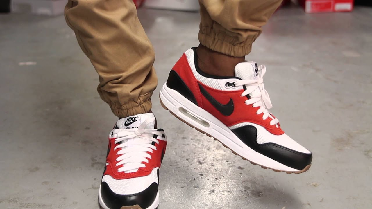 the nike air max 1 essential on feet