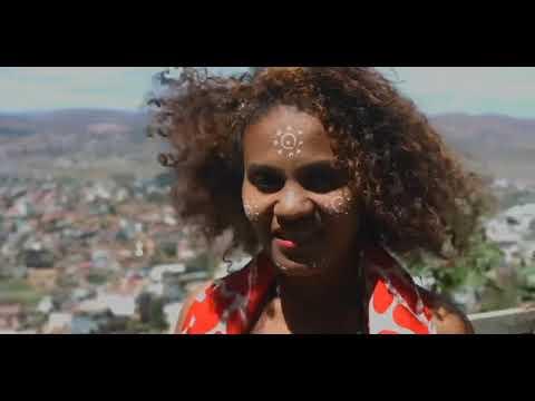 TENCE MENA feat RAK ROOTS & BODO & ELODIE & TSILIVA   Soatoavina mampiray 「Nouveauté Clip Gasy 2017」