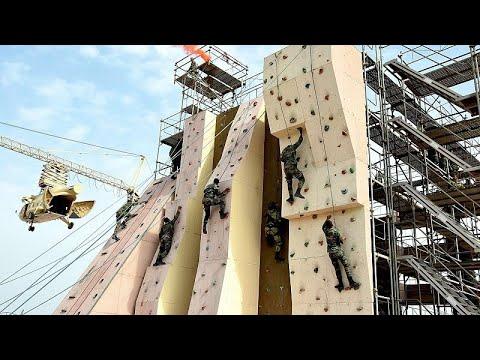 شاهد: تدريبات مشتركة لقوات المظلات المصرية والروسية  - نشر قبل 55 دقيقة