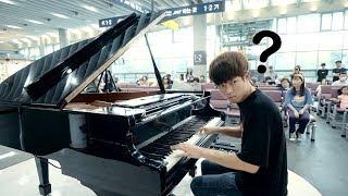 駅待合室でピアノを見つけて即興にデジモンを弾く学生.. 上手すぎる