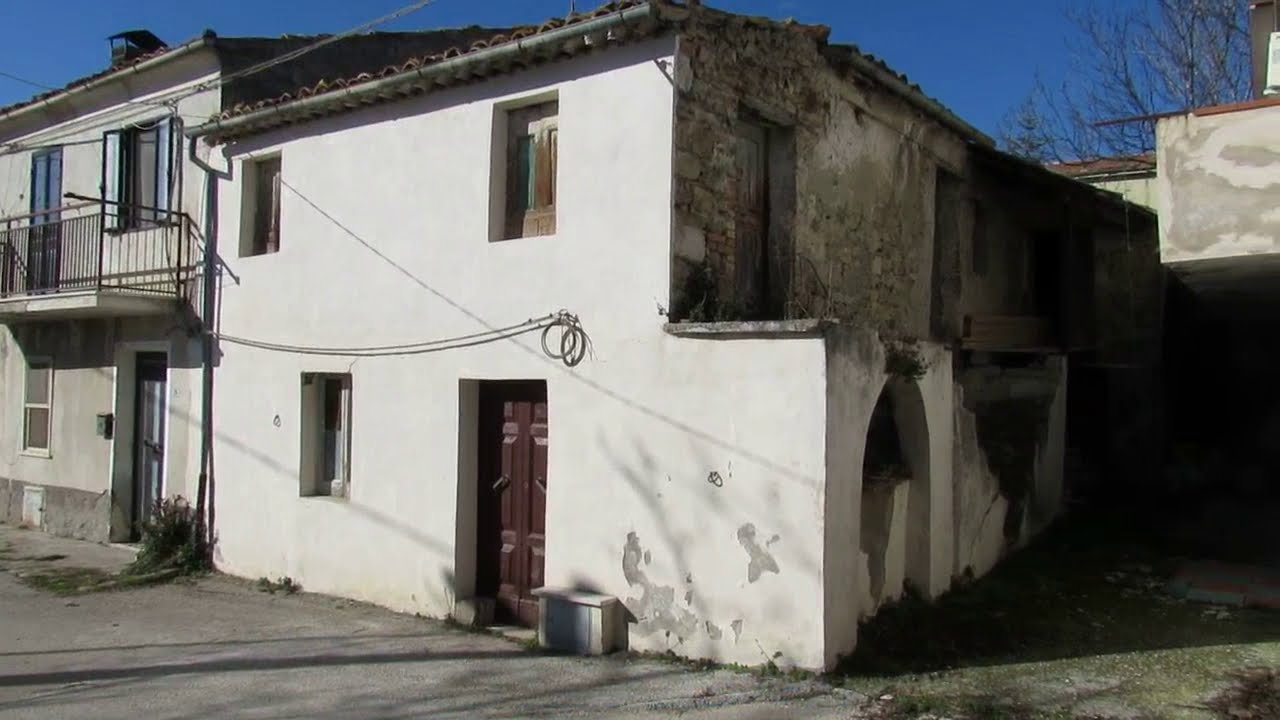Download Stone apartment with fireplace for sale in Roccascalegna, Abruzzo, Central Italy ref. n2739