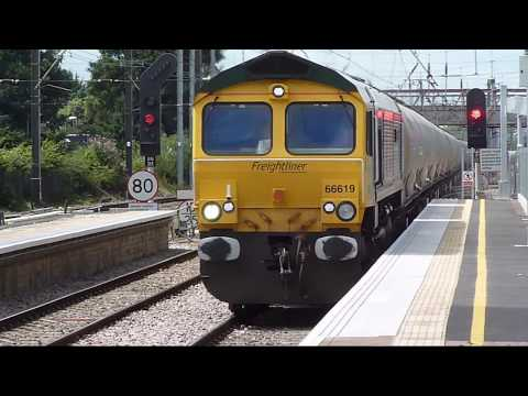 Trains at: West Ealing, 12 July 2017