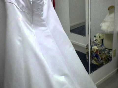 David\'s Bridal Gloria Vanderbilt wedding dress - YouTube