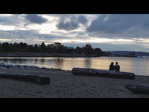 Vancouver WALK: FALSE CREEK NORTH/STANLEY PARK SEAWALL Sunset Stroll from Yaletown Dock to Inukshuk