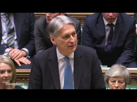 U.K.'s Hammond Sees `Cloud of Uncertainty' Over the Economy