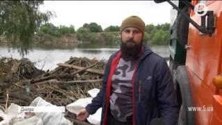 """В одному з озер Дніпра водолази знайшли """"скарби"""""""