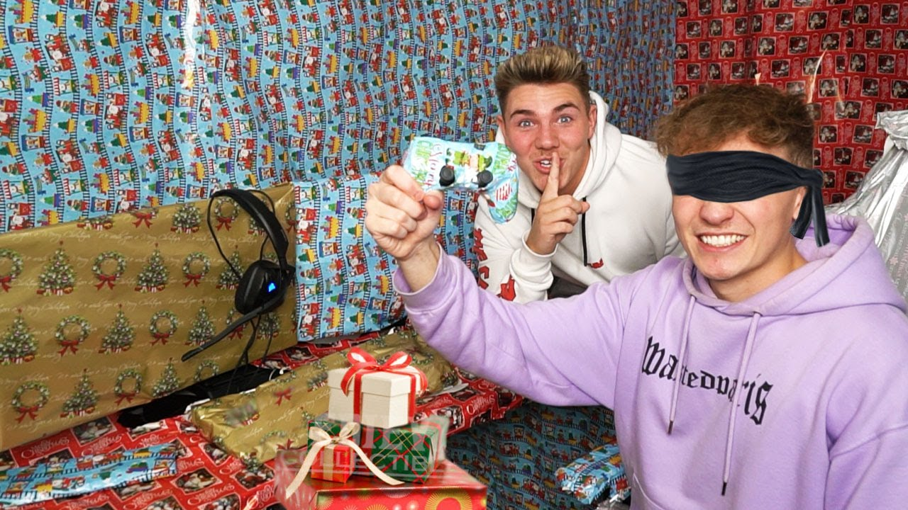 CHRISTMAS WRAPPING PRANK ON BESTFRIEND!