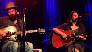 Jeffrey Foucault & Kris Delmhorst - Buckets of Rain
