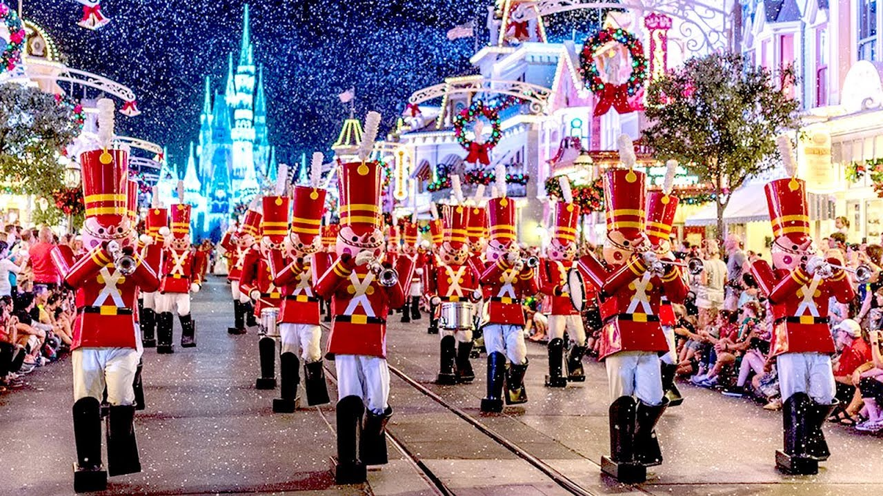 Mickeys Very Merry Christmas Party 2019.2018 Mickey S Once Upon A Christmastime Parade At Very Merry Christmas Party W Ralph Vanellope
