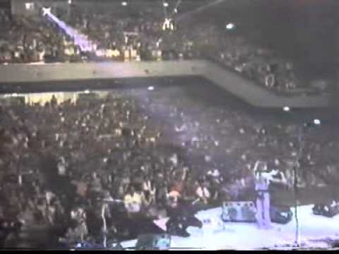 Bon Jovi  in Japan 1985  7  Burning for love