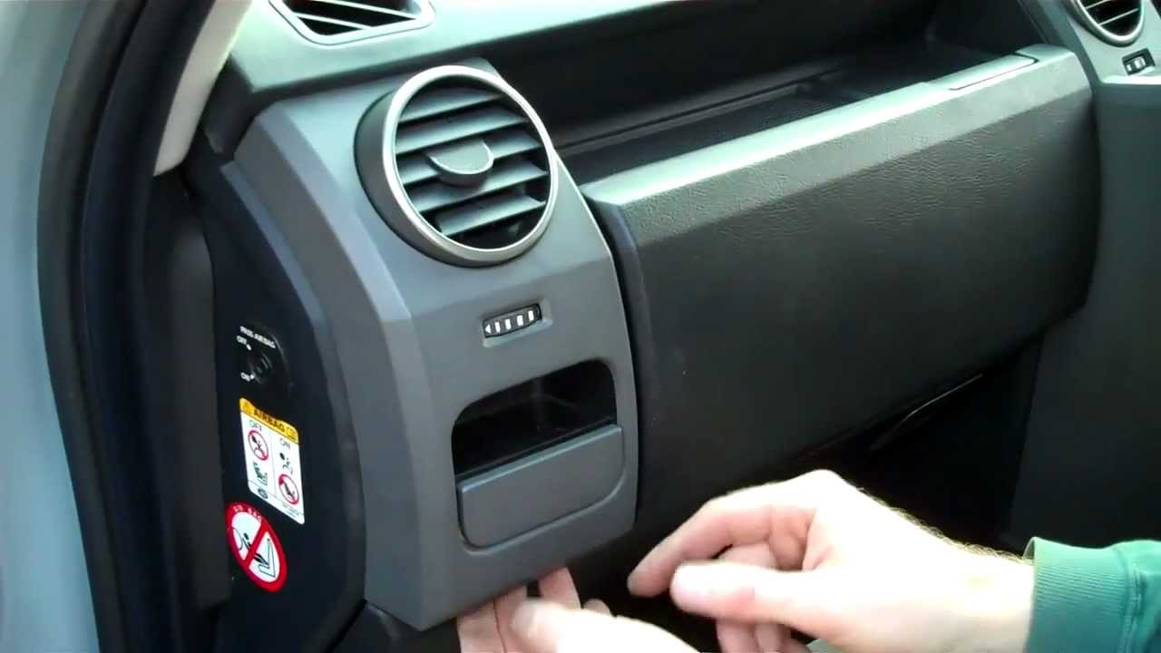 how to remove the dash end panels on land rover discovery 3 youtube fuse chart lr3 fuse box #23