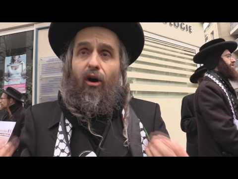 British Rabbi at a rally Supporting France for its Concern for Palestine