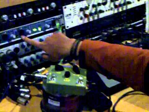 TUTORIAL Guitar Re-Amping - www.StudioMusikTek.com